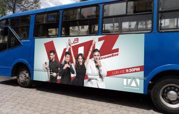 Gigantografìa - La Voz Ecuador II - Bus urbano lateral.